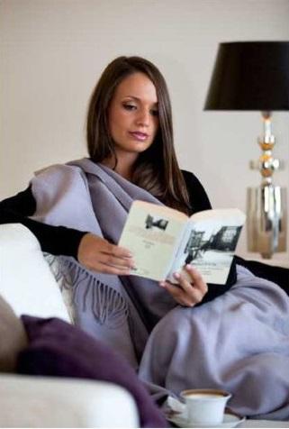Лучшие подарки для женщин – полезный подарок постельное белье, романтические подарки красивые кашемировые палантины, текстильные куклы - зайцы