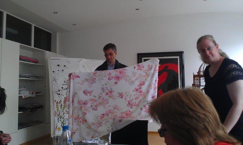 Презентация на производстве, разный дизайн постельного белья, махровых изделий