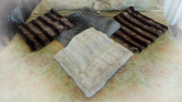 Наволочки декоративные, плед, мех, купить. На диван меховое покрывало или меховые подушки из натурального меха Condorpelli