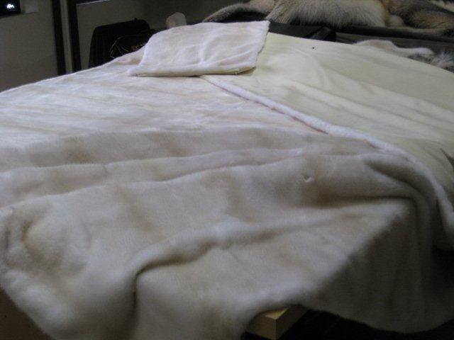 меховое покрывало из норки в гостиную или спальню, купить итальянские меховые покрывала, пледы с натуральным мехом