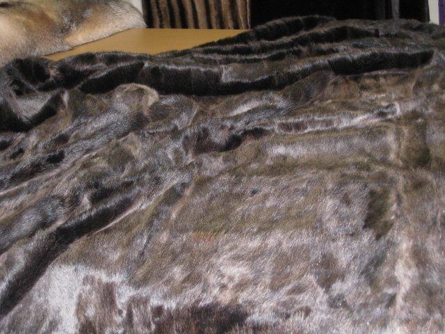 Меховые покрывала, цена на меховые пледы или наволочку из меха. На фото, покрывало из меха белки