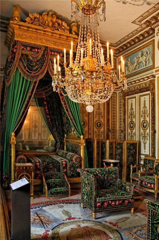 Кровать Императора Наполеона - первый ортопедический матрас. У нас вы можете купить латексный матрас